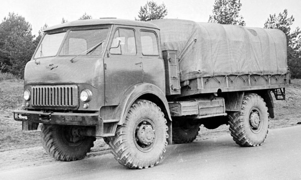 МАЗ-505 - полноприводный грузовик для армии
