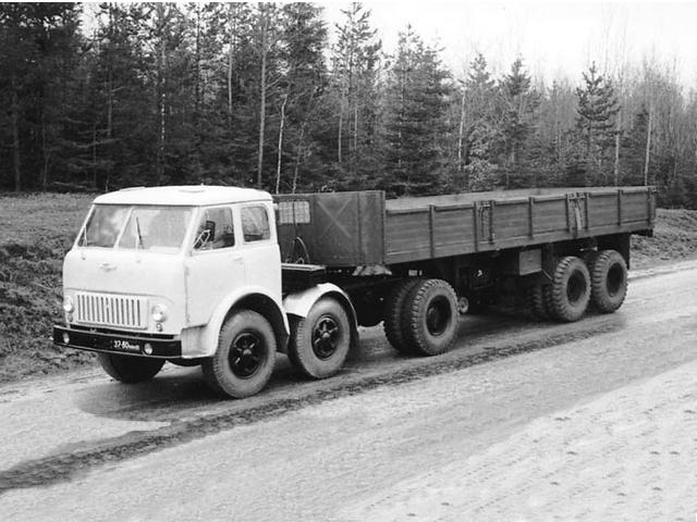 МАЗ-520 - опытный тягач с колесной формулой 6х2